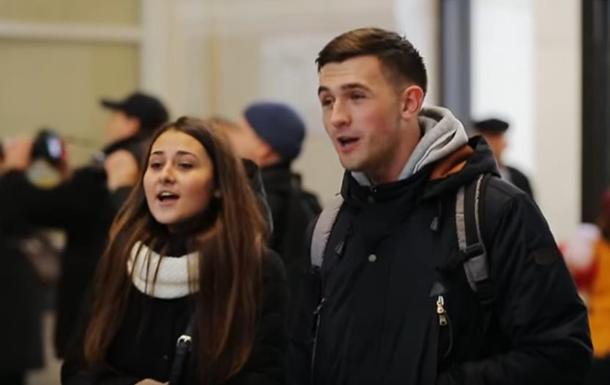 В Запорожье студенты хором спели советскую песню