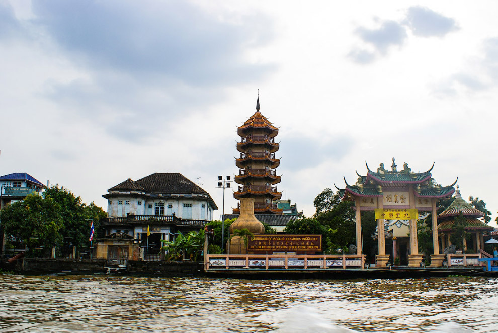 Восьмиэтажная китайская пагода в составе храма Chee Chin Khor