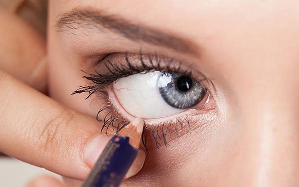 10 способов применения бежевого карандаша для глаз: вы будете в восторге