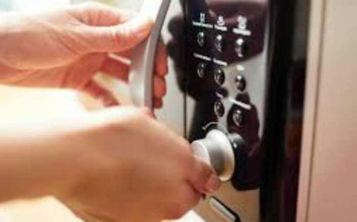 Долгое хранение приправ возможно вместе с микроволновкой. /Фото: moyahata.info