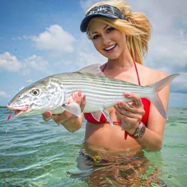 Девушки на рыбалке (32 фото)