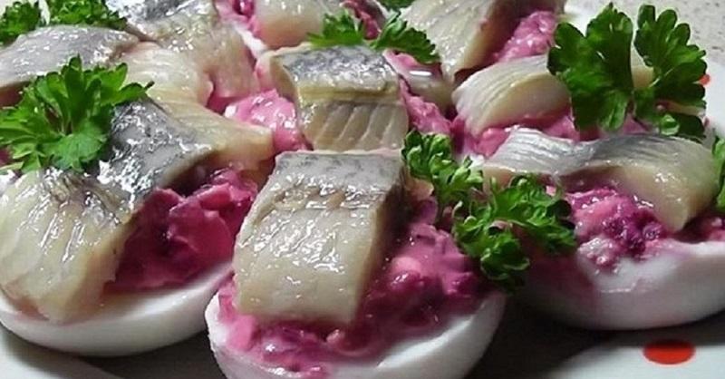 «Ленивая» селедка под шубой — бесподобный вариант праздничной закуски