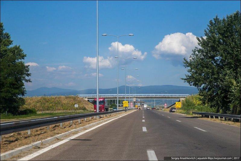 Если говорить об основных правилах на сербских дорогах, то они следующие. авто, автопутешествие, движение, дороги, путешествие, сербия, фото, фоторепортаж