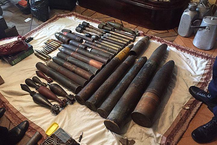 """В квартире """"черного копателя"""" на западе Москвы нашли 80 мин, снарядов и гранат времён ВОВ"""