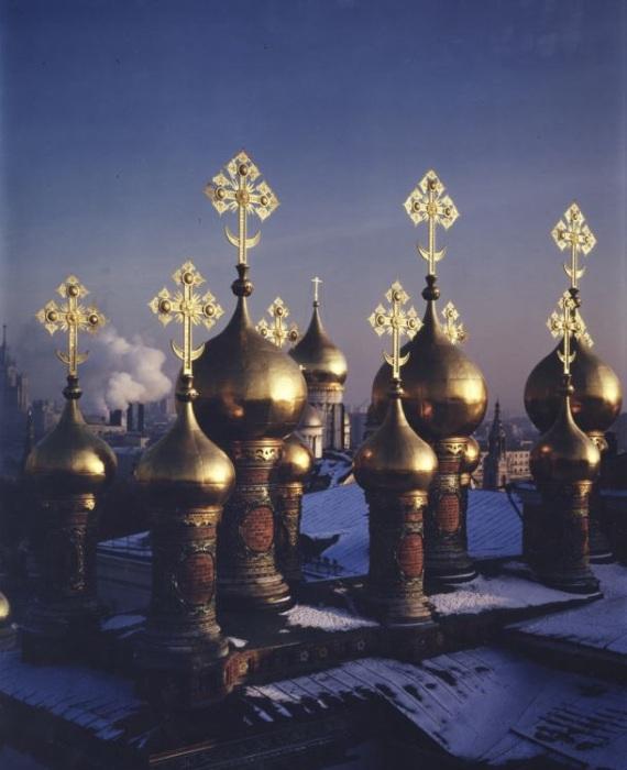 Вид на Верхоспасский собор в Московском Кремле. Россия, 1995 год.