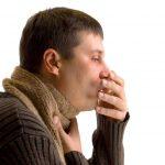 Пытавшийся сдержать чих мужчина разорвал горло