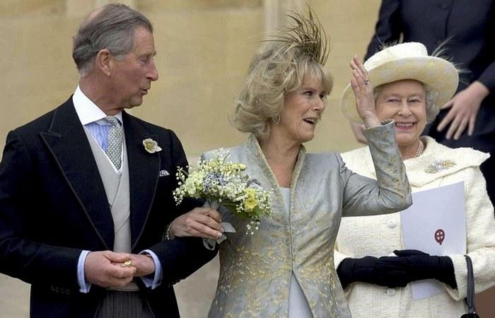 Елизавета II благословила Чарльза и Камиллу. / Фото: capitalbay.news