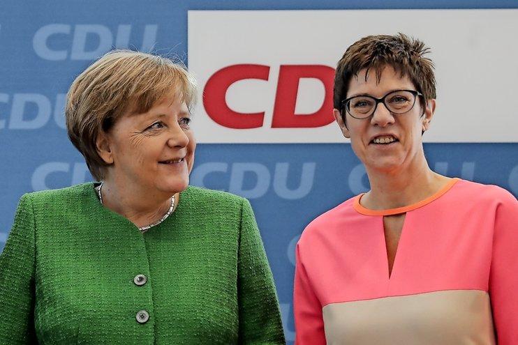 Меркель 2.0: сможет ли Крамп-Карренбауэр возглавить Германию?