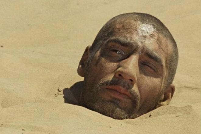 Как выбраться из песка по шею