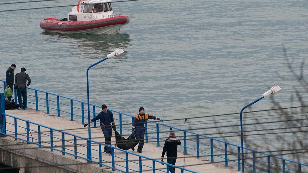 Найдены тела 10 погибших в крушении самолета Ту-154, летевшего в Сирию