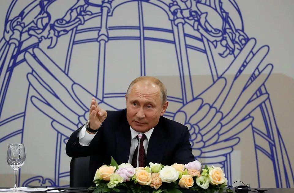 «Настоящий, а не пластилиновый президент»: В Европе поздравили Путина с днем рождения