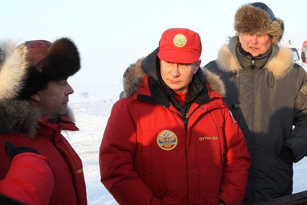 Путин и Медведев проинспектировали уборку Арктики в -27°C