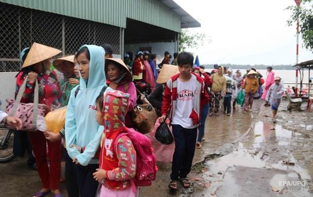 Во Вьетнаме эвакуируют более миллиона человек из-за шторма