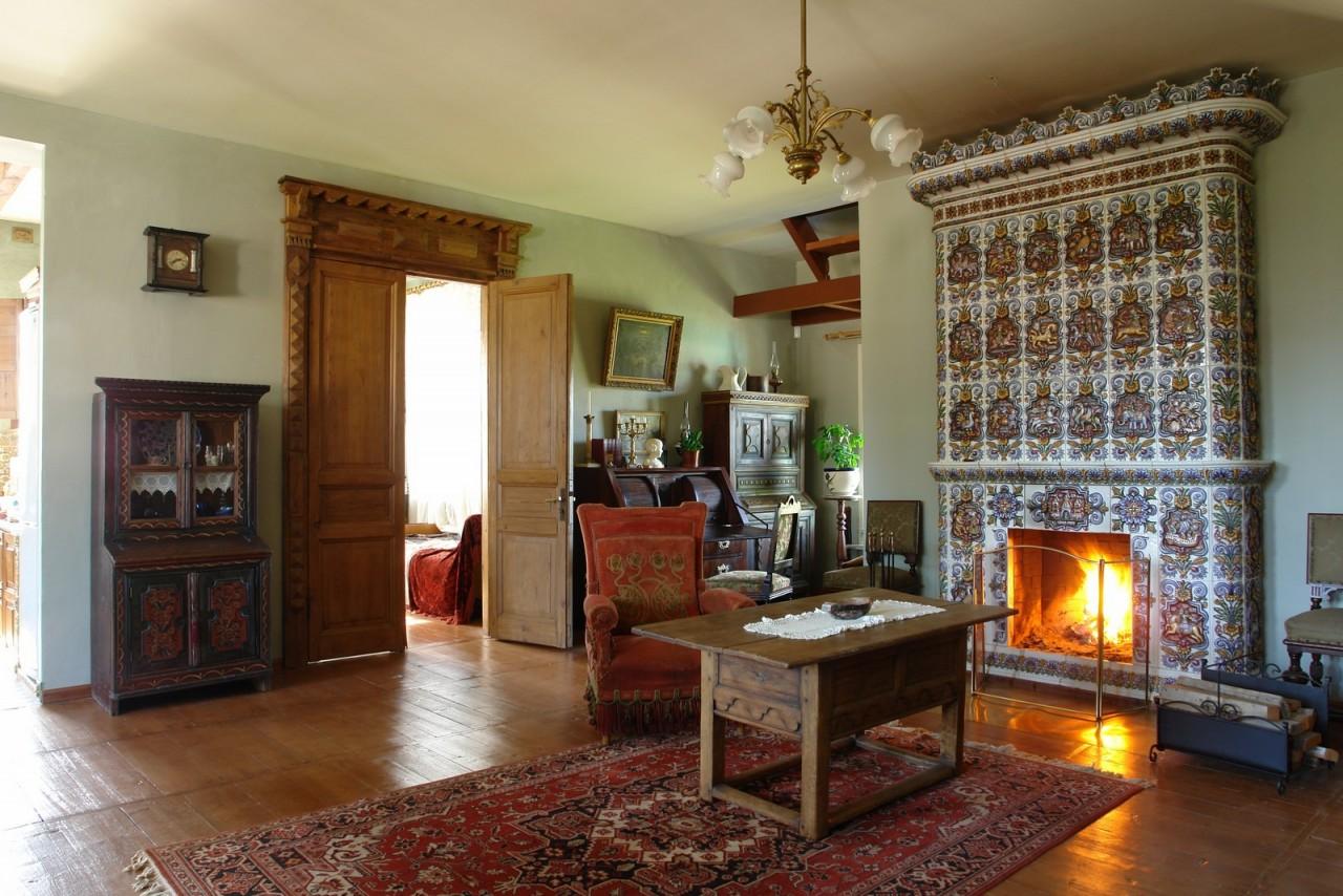 Чугунные печи в интерьере деревянного дома