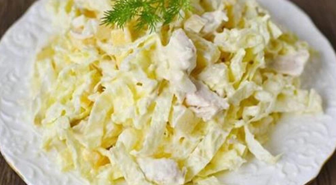 Салат с курицей и ананасами: 10 вкусных вариантов для праздничного стола