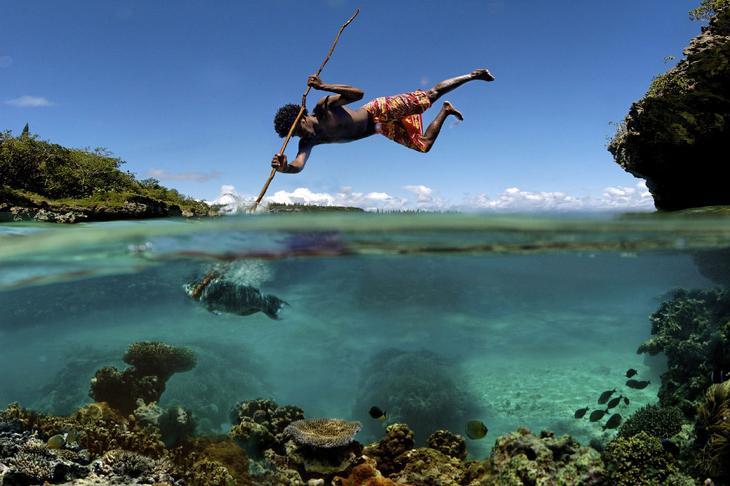 Традиционная рыбалка на острове Маре в Тихом океане
