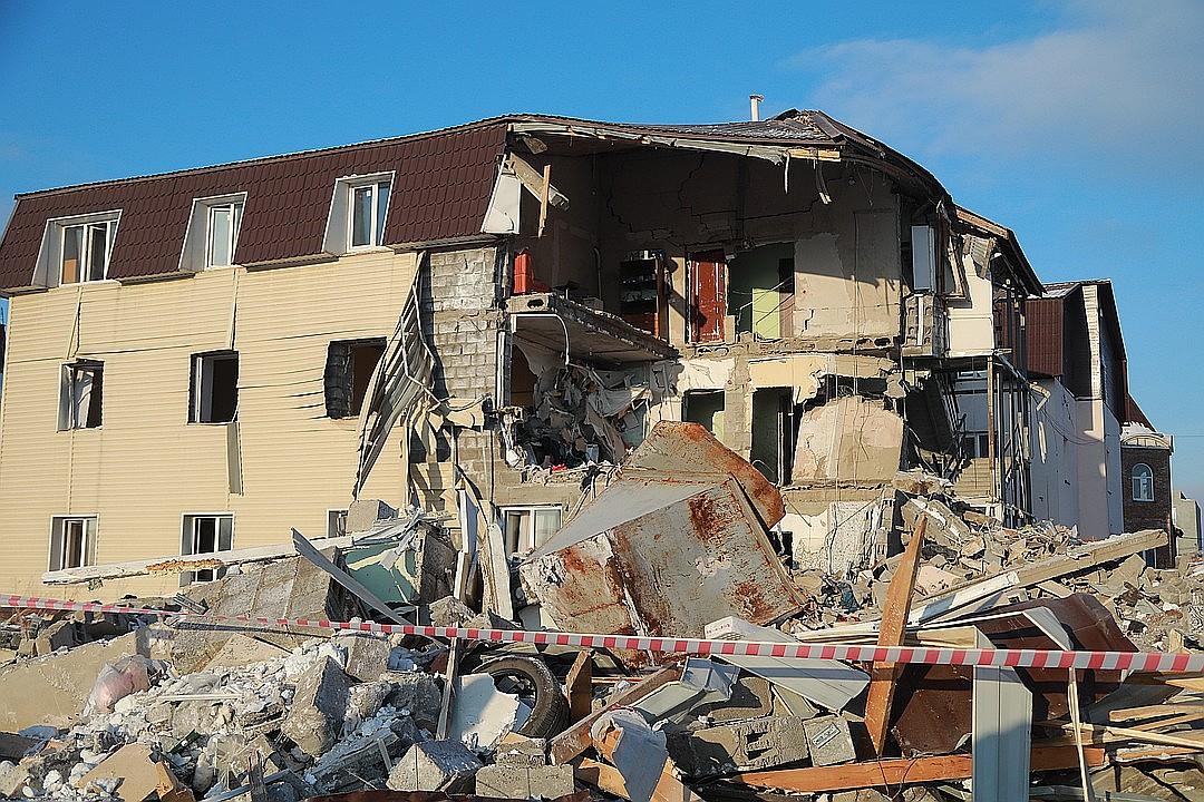 Дом на Кандагарской превратился в руины. Фото Татьяна КОТОВА.