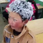 Жизнь «ледяного мальчика» изменилась после появления его фото в Сети