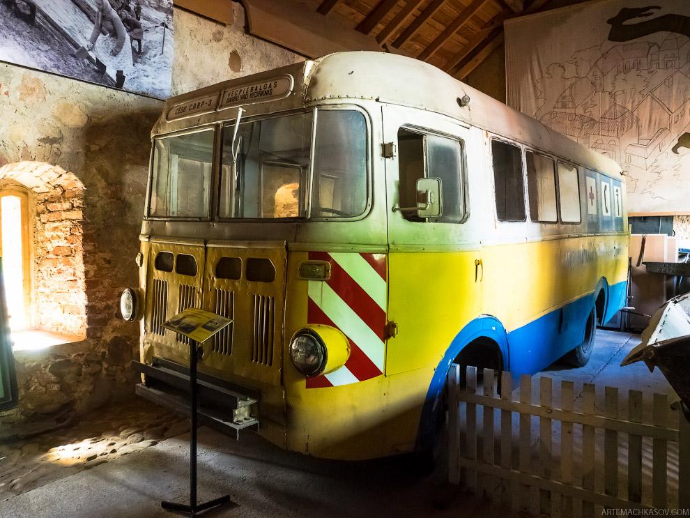 Автобус РАФ-975.
