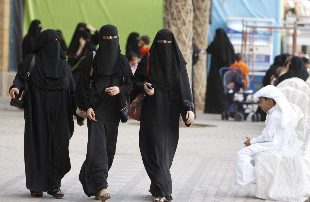 al madinah muslim women dating site Al-dakheel previously worked for cnbc arabia and was an intern at dar al hayat newspaper women have presented the news on other saudi channels like al-ekhbariya for several years.