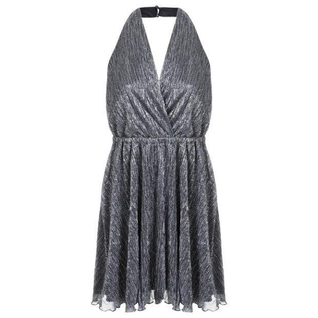 Прическа для платья с глубоким декольте
