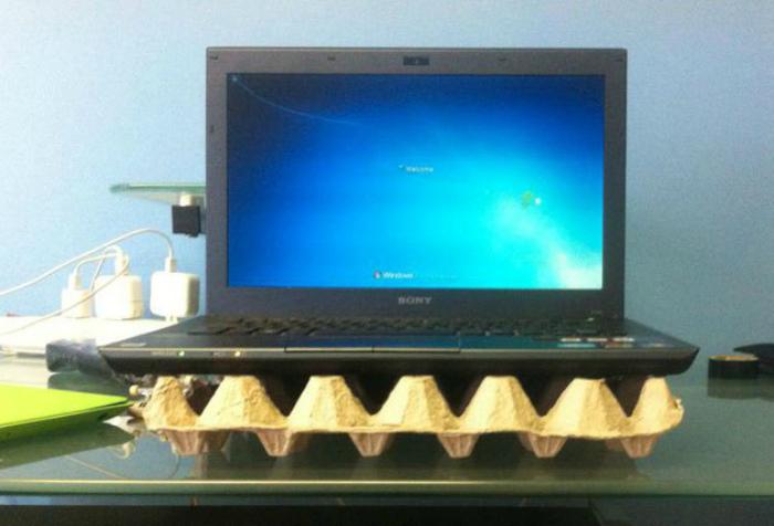 Бюджетная подставка для ноутбука.