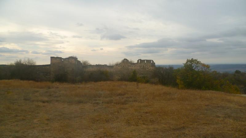 Показались стены город Чуфут-Кале, крым, пещерный город, пещерный город Чуфут-Кале