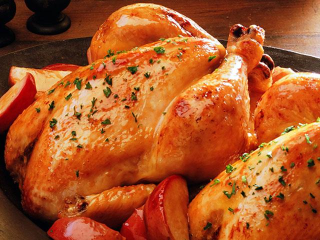 Курица с хрустящей корочкой, запеченная целиком в духовке