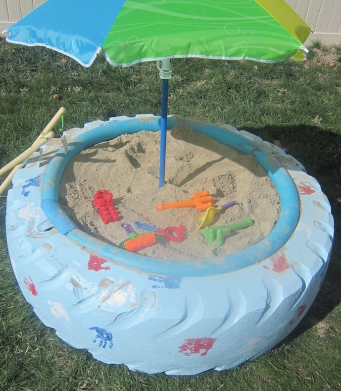 13. Песочница или бассейн из больших шин интересно, покрышка, своими руками, сделай сам, фото