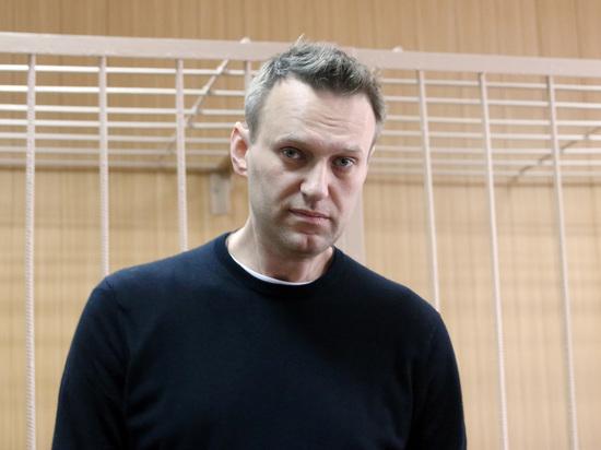 Навальный за решеткой хвалит еду и обыгрывает всех в «монополию»