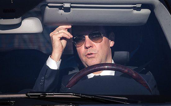 Медведев рассказал о том, как лично проверяет состояние дорог