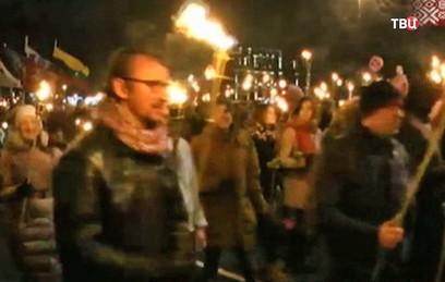 В Риге несколько тысяч человек приняли участие в факельном шествии
