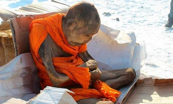 Двухсотлетняя мумия монгольского монаха оказалась живой.