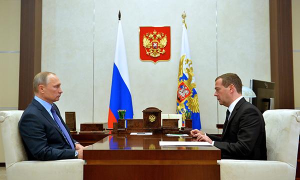 Медведев: Ни одно социальное обязательство не вычеркнуто из проекта госбюджета