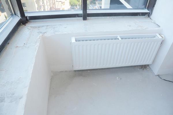 Вынос радиатора отопления на балкон тоже не допускается!