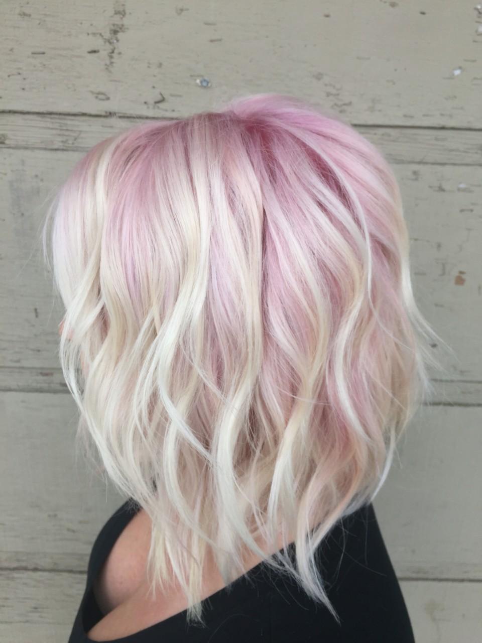 Розовый блонд: кому подходит?