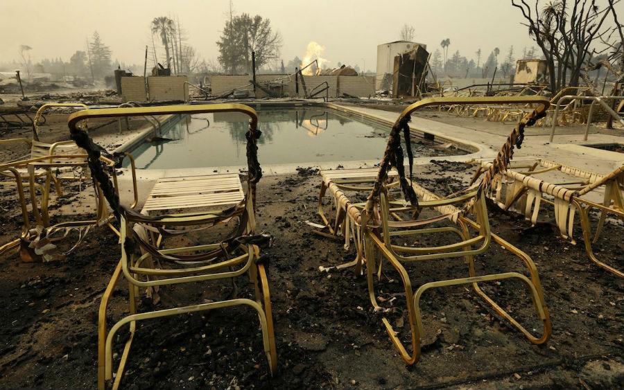 Разруха, пепел и дым: апокалиптические фотографии Калифорнии до и после лесных пожаров
