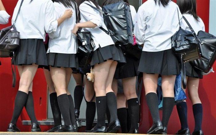 Японские девчонки в коротких юбчонках