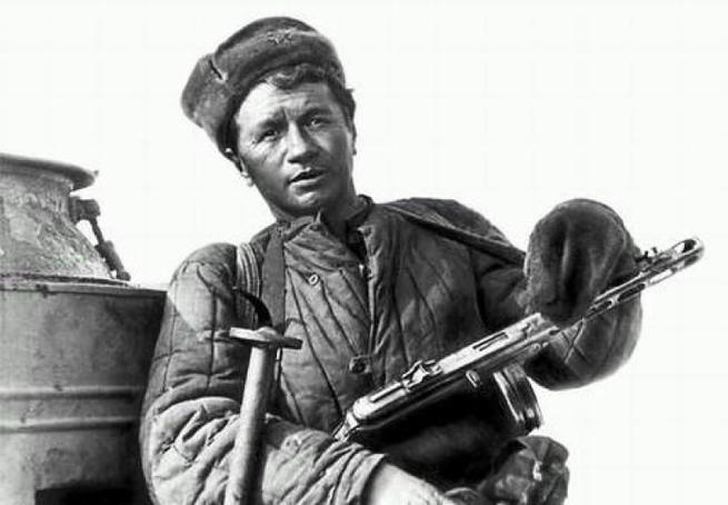 Кружевные труселя в обмен на ватник и... Россию