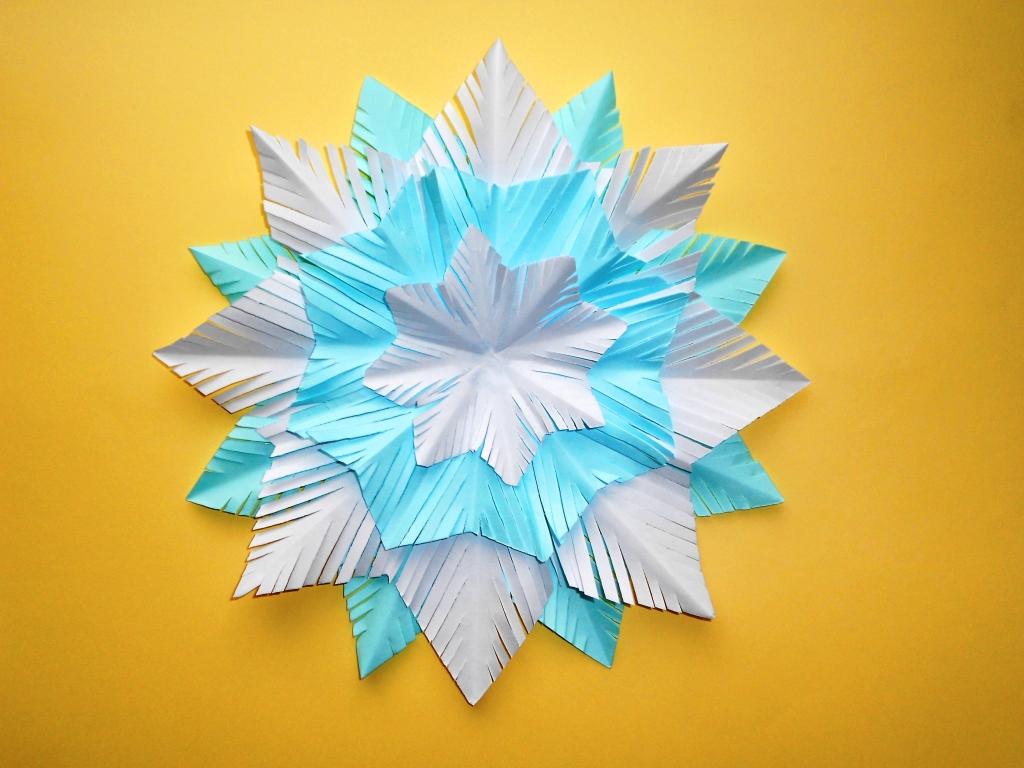 Снежинка из бумаги на новый …