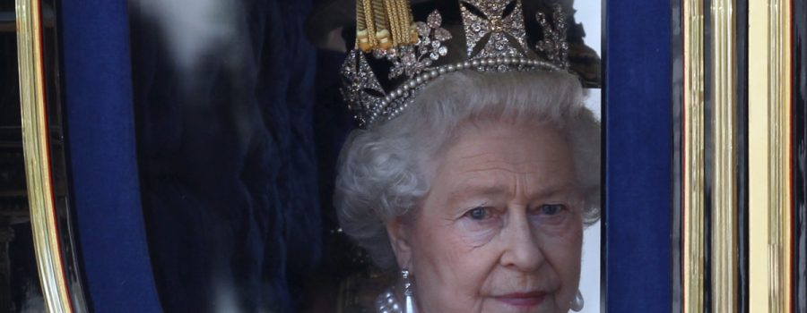 Королева Елизавета предупреждает о надвигающейся войне
