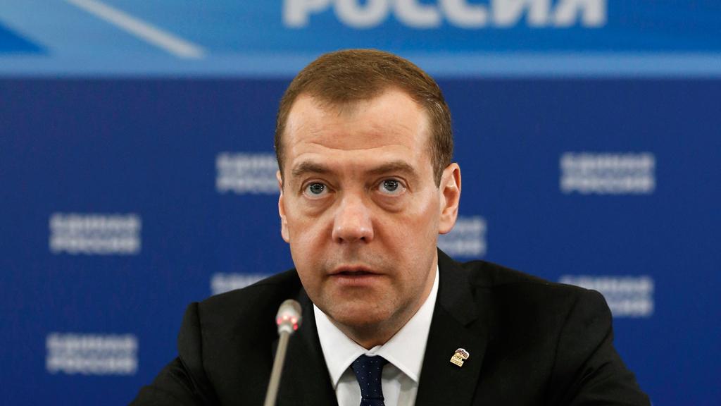 "Медведев ""по-русски"" объяснил причину отставки Саакашвили"