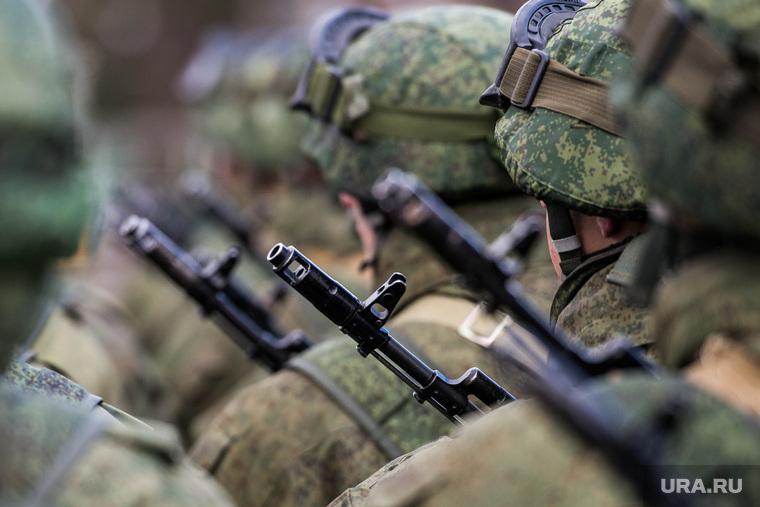 «Армия — единственный социальный лифт для россиян». Как за 10 лет Вооруженные силы изменили свой имидж