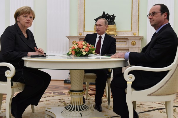 Трехсторонняя встреча Путина, Олланда и Меркель не состоится