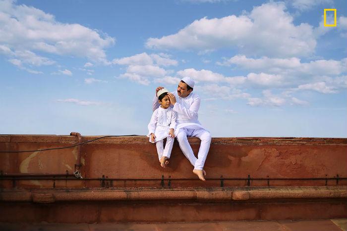 Гордые кубинки и счастливые тибетские монахи в фотоконкурсе National Geographic: Люди