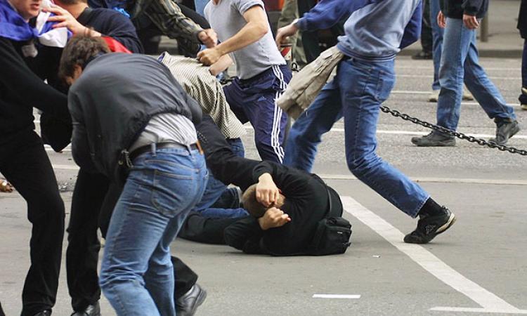 Доигрались? Европа в шоке! Мигранты в Испании массово выгоняют хозяев из домов