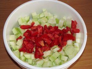 кусочки кабачка с помидорами