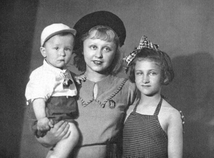 Янина Жеймо с детьми | Фото: biography-life.ru