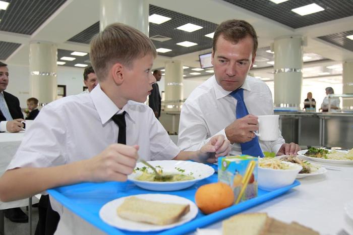 Голодающий депутат предложил Медведеву посидеть на «министерской диете»