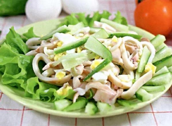 Простой салат с кальмарами рецепт с фото